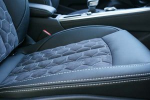 Audi A4 Buffalino Leder Alcantara Zwart Honingraadpatroon detail