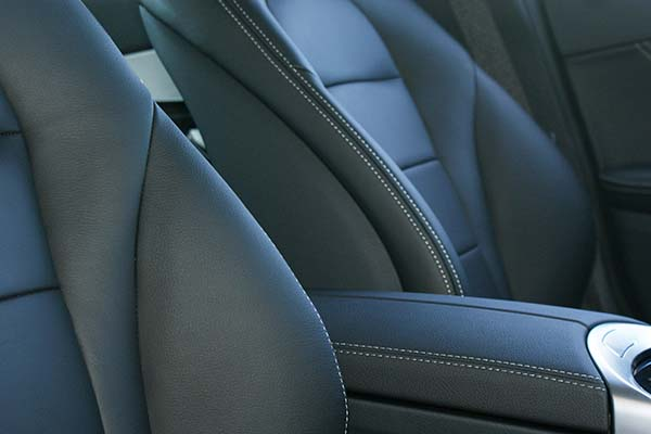 Mercedes C Klasse Buffalino Leder Zwart Wit stiksel