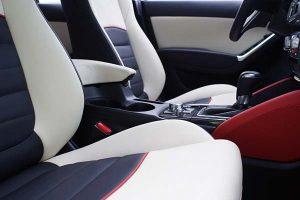 Mazda CX5 Buffalino Leder Zwart Wit Rood Geborduurd Logo Detail