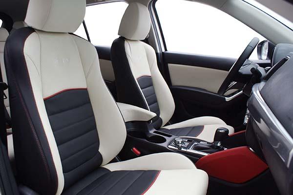 Mazda CX5 Buffalino Leder Zwart Wit Rood Geborduurd Logo Voorstoelen