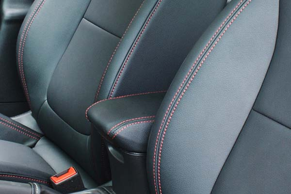 Opel Astra Buffalino Leder Barracuda Zwart Rood Stiksel Detail