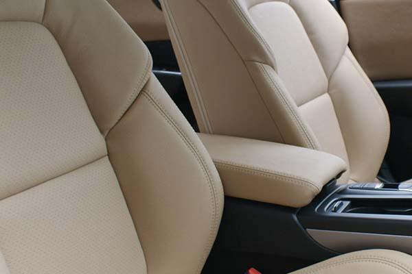 Renault Talisman Alba eco-leather Beige Geperforeerd Detail