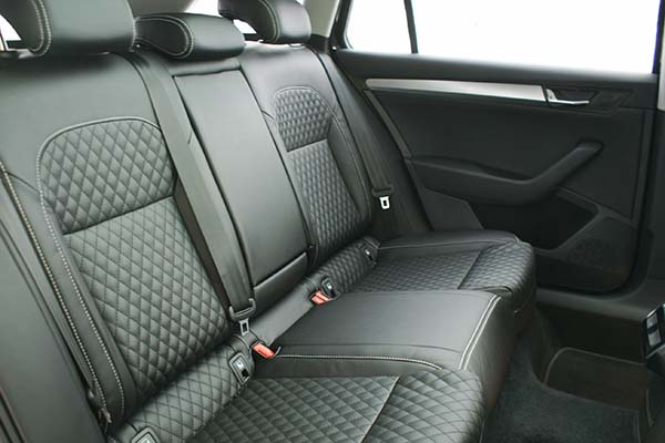 Skoda Superb Alba eco-leather Zwart Diamond Stiksel Achterbank