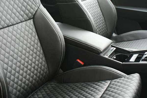 Skoda Superb Alba eco-leather Zwart Diamond Stiksel Detail