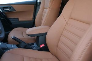 Toyota Auris Alba eco-leather Kaneelbruin Voorstoelen