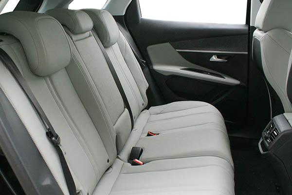 Peugeot 3008 Alba eco-leather Titaniumgrijs Achterbank
